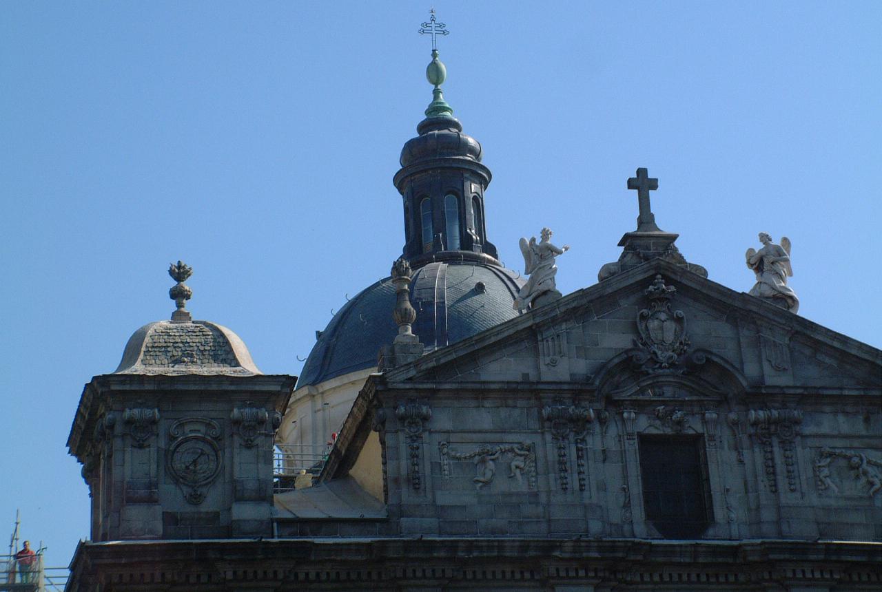 Obras de Restauración exterior de la cúpula y torres de la iglesia de Santa Bárbara</br>Madrid </br>2004